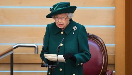 تساؤلات عن صحة الملكة إليزابيث الثانية بعد ليلة في المستشفى