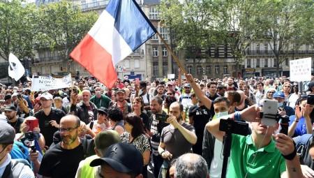 فرنسا.. أكثر من مئتي ألف متظاهر في شوارع احتجاجا على الشهادة الصحية