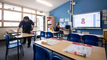 بريطانيا.. مطالب عاجلة لـتهوئة آمنة من كورونا في المدارس