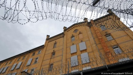 ألمانيا: إغلاق التحقيق في وفاة سوري أعتقل خطأ وأضرم النار في نفسه احتجاجا